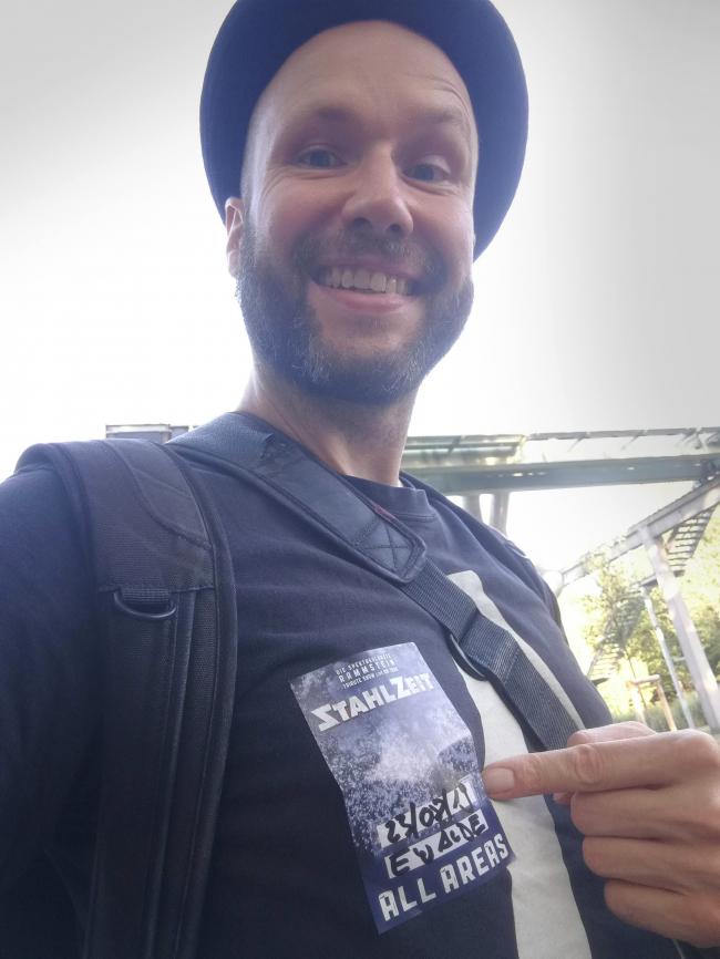 Selfie des 360° Fotografen und Multi Media Produzenten Stefan Klenke beim Live-Gig der Rammstein Coverband Stahlzeit im Familiengarten Eberswalde